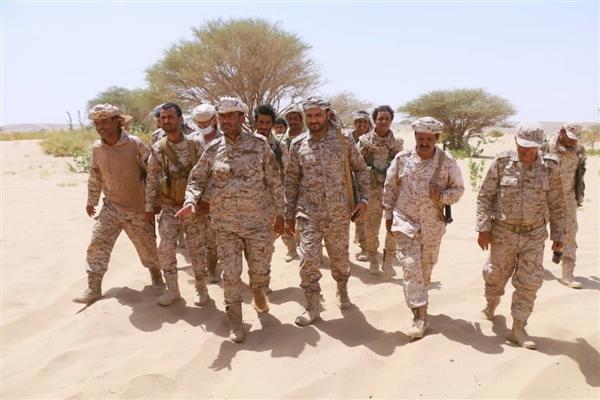 رئيس الأركان يطلع على سير العمليات القتالية في المنطقة السابعة