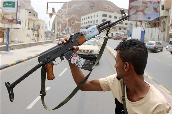 Clashes erupt between armed factions in Aden