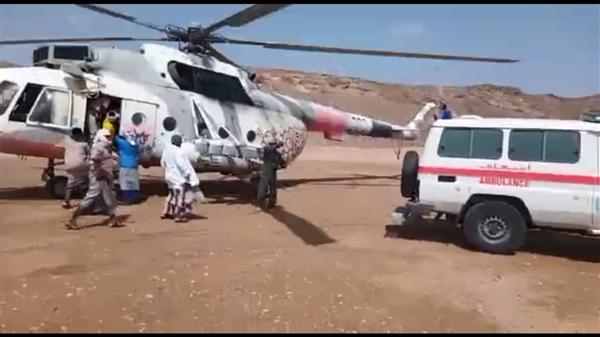 طيران المنطقة الأولى ينفذ عملية إخلاء لمواطنين حاصرتهم السيول في المهرة