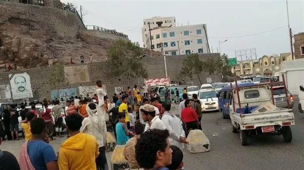 استمرار الاحتجاجات في عدن ومسلحو الانتقالي يختطفون 6 متظاهرين